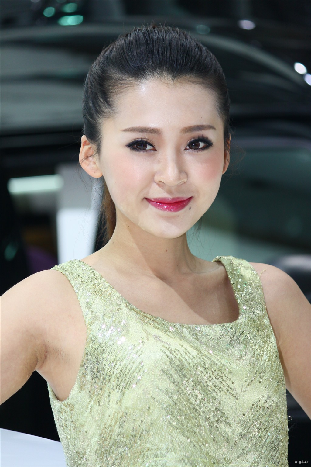 高清2013上海美女車模手機壁紙