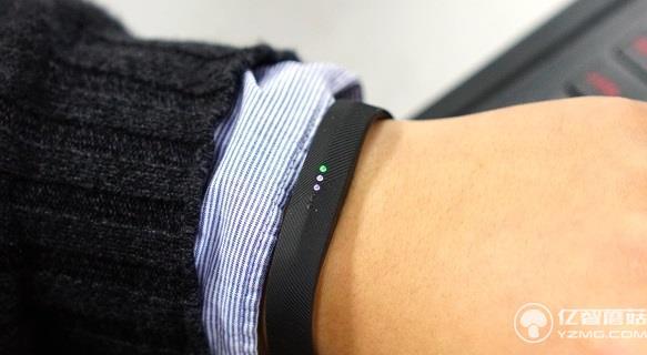 Fitbit Flex 2智能手环评测:可以戴着去游泳