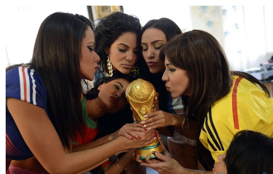 美女主播脱衣播报世界杯