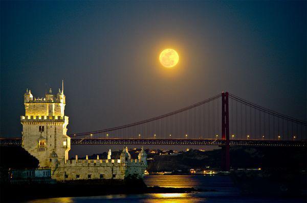 带月亮图片大全