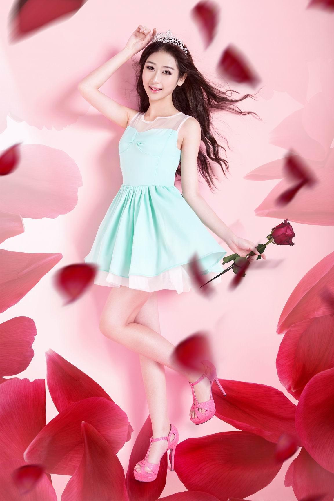 玫瑰花瓣女人素材